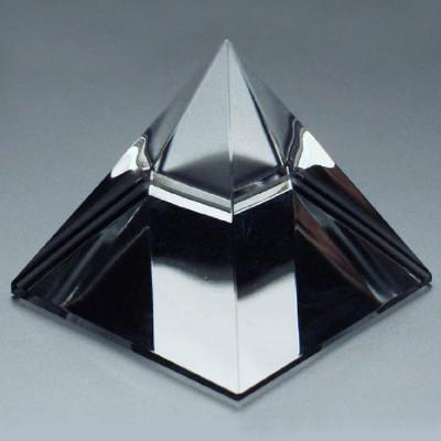 Skleněná pyramida hladká